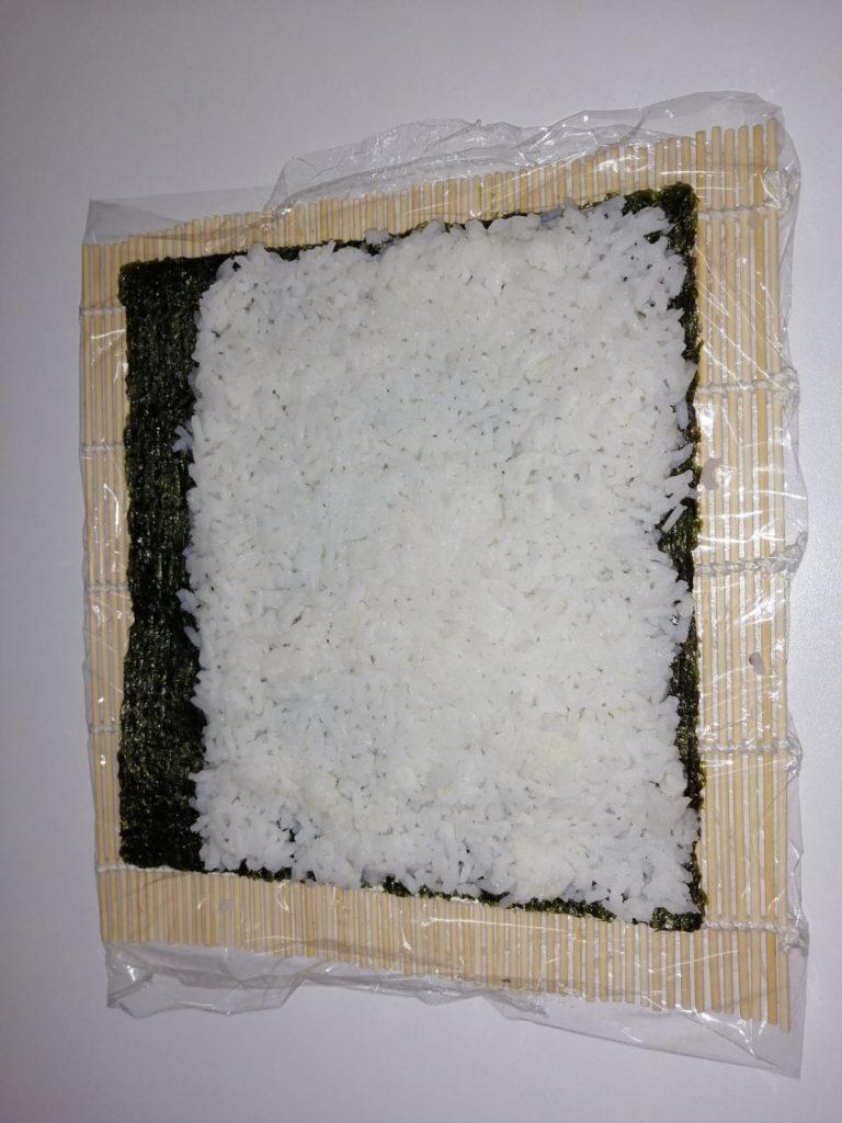 Estender arroz en la esterilla